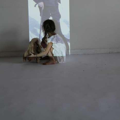 'Auf die Knie' | Mädchenzeit II (2013) Photographie