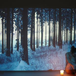 'Deep Forest IV' | Mädchenzeit I (2011) Performance & Photographie, div. Formate